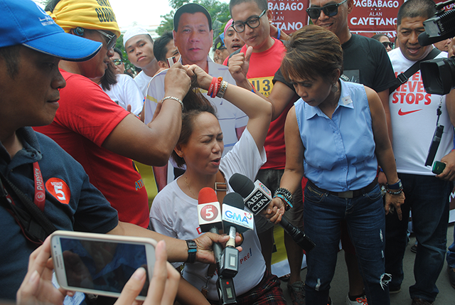 """The media kept up the Duterte watch to the very last minute of the period for the filing of certificates of candidacy from October 12 to 16.  The whole thing took an interesting turn when some journalists posted in their social media accounts that a private plane had flown Duterte to Manila, where he would hold a press conference upon landing. As it turned out, Duterte did not even leave Davao City. But the intense interest among the press and the public in his whereabouts cemented the view that he might have a real shot at the presidency."" PHOTO BY LITO OCAMPO."